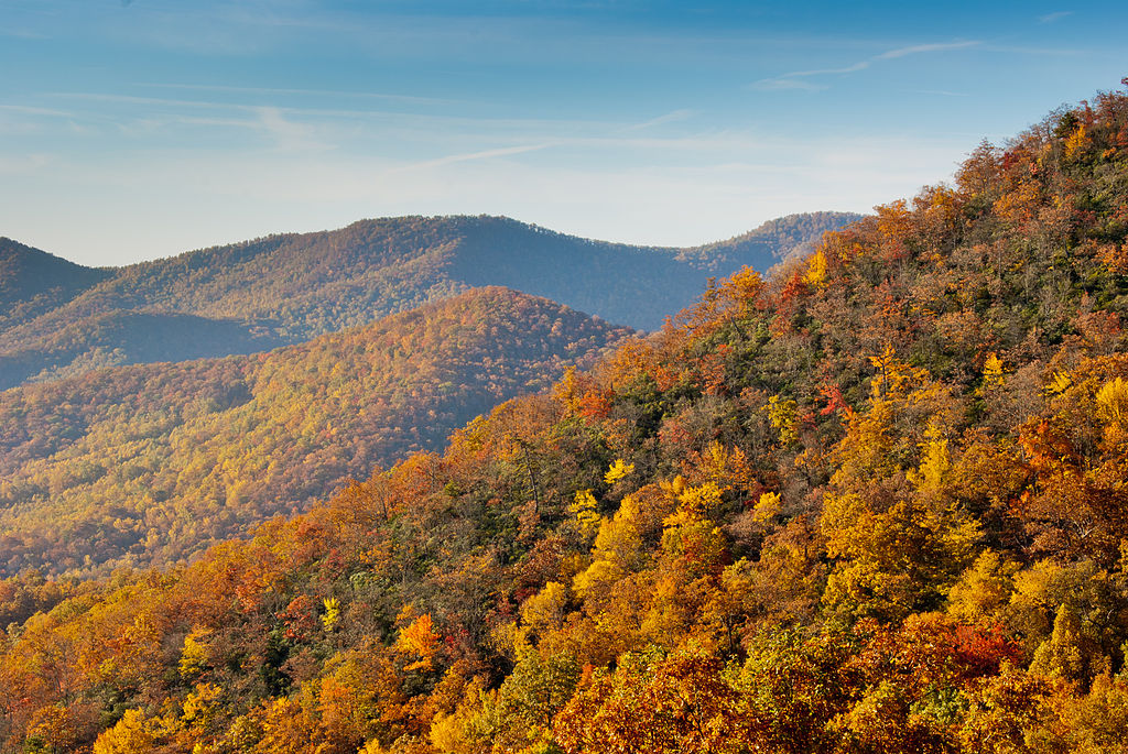1024px-Fall_colors_from_the_Blue_Ridge_Parkway_just_south_of_Ashville